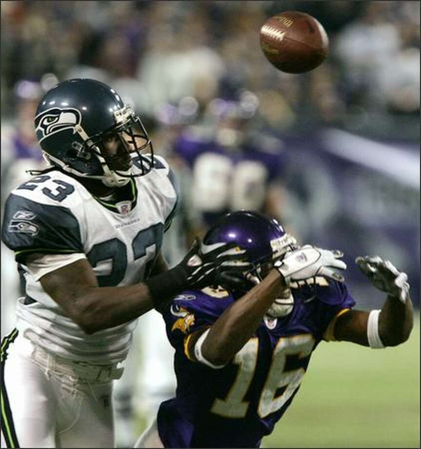 Seattle Seahawks cornerback Marcus Trufant (23) breaks up a pass from Minnesota Vikings quarterback Daunte Culpepper intended for wide receiver Kelly Campbell (16) during the fourth quarter in Minneapolis Sunday. The Seahawks beat the Vikings, 27-23. (AP Photo/Ann Heisenfelt) Photo: Associated Press / Associated Press