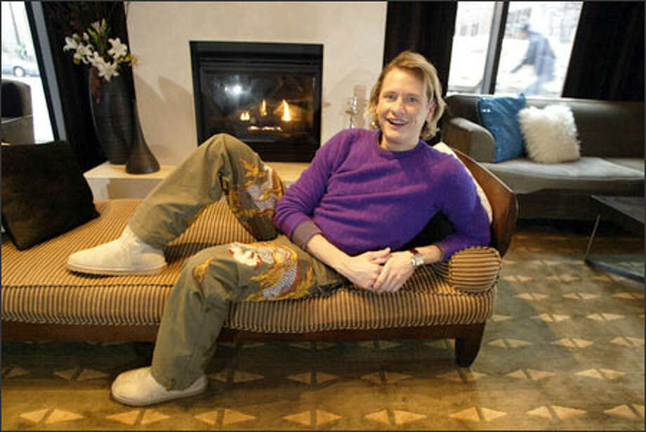 Fashion guru Carson Kressley kicks back at Seattle's W Hotel while in town to promote his new style guide for men. Photo: Jim Bryant, Seattle Post-Intelligencer / Seattle Post-Intelligencer