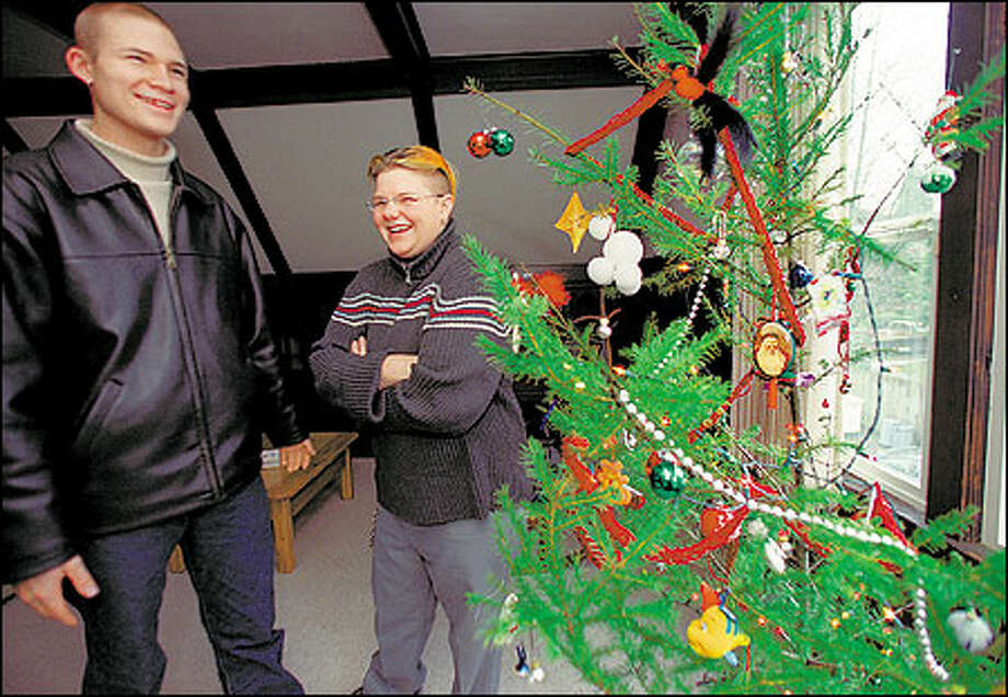 "Criss McMillen, 19, left, and Jen ""Ginx"" Stocker, 20, share a laugh after decorating Scrappy. Stocker is one of more than 150 P-I readers who sent creative pleas asking to take Scrappy into their homes. Photo: Renee C. Byer, Seattle Post-Intelligencer / Seattle Post-Intelligencer"