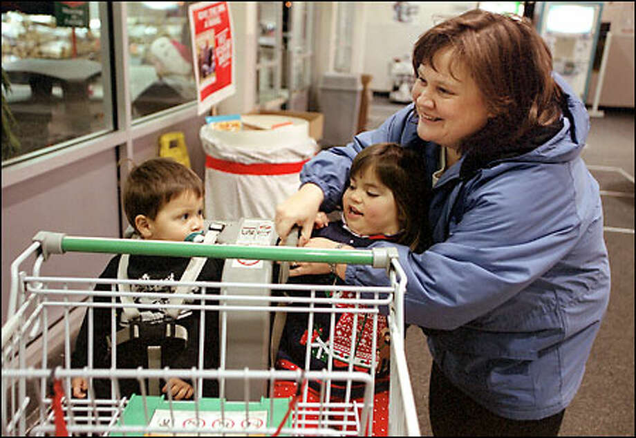 So, which popular grocery chain gets you the best deals: Fred Meyer or  Safeway? We took a look at the prices of some everyday items to see  which bargain center gets you the best deals. Let's shop. Photo: Meryl Schenker, Seattle Post-Intelligencer / Seattle Post-Intelligencer