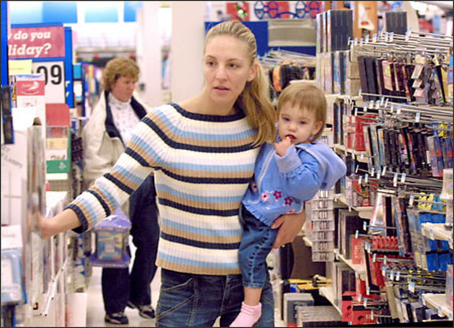 Danielle Martin and 1-year-old daughter Sylvannah spent two hours shopping at the Big Kmart store on Aurora Avenue North on Christmas Eve. Photo: Phil H. Webber, Seattle Post-Intelligencer / Seattle Post-Intelligencer
