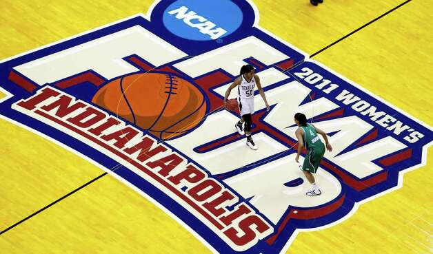 Texas A&M's Sydney Colson (51) dribbles up court against Notre Dame's Skylar Diggins (4) in the first half of the women's NCAA Final Four college basketball championship game in Indianapolis, Tuesday, April 5, 2011. Photo: AP