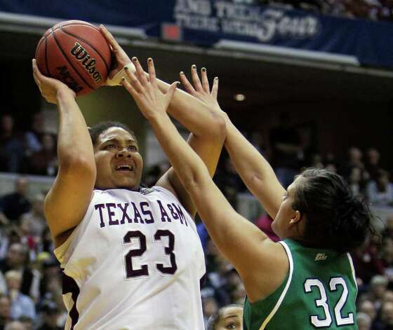 Texas A&M's Danielle Adams (23) shoots over Notre Dame's Becca Bruszewski (32) in the first half of the women's NCAA Final Four college basketball championship game in Indianapolis, Tuesday, April 5, 2011. Photo: AP