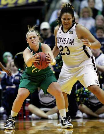 Notre Dame's Brittany Mallory (22) grabs a pass in front of Texas A&M's Danielle Adams (23) in the first half of the women's NCAA Final Four college basketball championship game in Indianapolis, Tuesday, April 5, 2011. Photo: AP