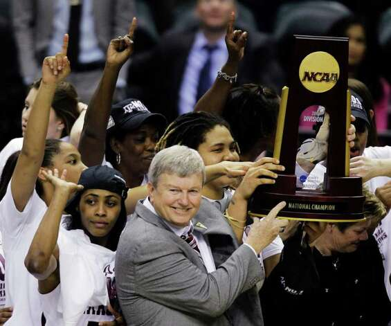 Texas A&M head coach Gary Blair and players celebrate with the trophy after their 76-70 win over Notre Dame in the women's NCAA Final Four college basketball championship game in Indianapolis, Tuesday, April 5, 2011. Photo: AP