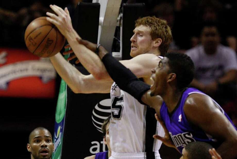 SPURS -- San Antonio Spurs Matt Bonner gets to the rebound under pressure from Sacramento Kings Jason Thompson during the second half at the AT&T Center, Wednesday, April 6, 2011. The Spurs won124-92. JERRY LARA/glara@express-news.net Photo: JERRY LARA, San Antonio Express-News / SAN ANTONIO EXPRESS-NEWS (NFS)
