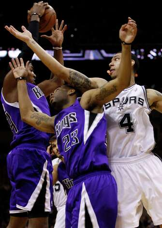 SPURS -- San Antonio Spurs Danny Green goes for a rebound against Sacramento Kings Jason Thompson, left, and Marcus Thornton during the second half at the AT&T Center, Wednesday, April 6, 2011. The Spurs won124-92. JERRY LARA/glara@express-news.net Photo: JERRY LARA, San Antonio Express-News / SAN ANTONIO EXPRESS-NEWS (NFS)