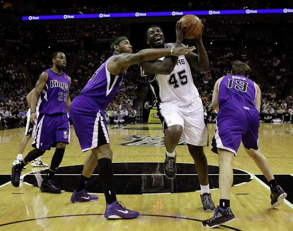 SPURS -- San Antonio Spurs DeJuan Blair goes for two against,  Sacramento Kings from left, Marcus Thornton, DeMarcus Cousins and Beno Udrih during the second half at the AT&T Center, Wednesday, April 6, 2011. The Spurs won124-92. JERRY LARA/glara@express-news.net Photo: JERRY LARA, San Antonio Express-News / SAN ANTONIO EXPRESS-NEWS (NFS)