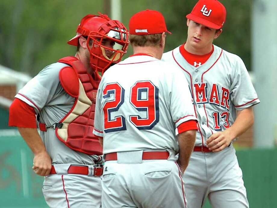 Lamar pitcher, Jonathan Dziedzic confers with catcher, Joey Latulippe and head coach, Jim Gilligan during the game against Texas State at Lamar University, Saturday. Tammy McKinley/The Enterprise Photo: TAMMY MCKINLEY / Beaumont