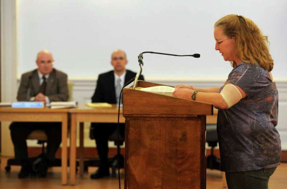Sandy Canfield tells the Board of Aldermen about her daughter and the benefit she recieved from her school nurse during Thursday's meeting at Milford City Hall on April 7, 2011. Photo: Lindsay Niegelberg / Connecticut Post