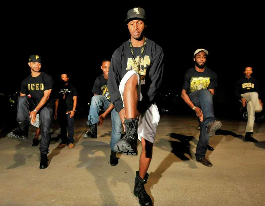 Alpha Phi Alpha step master JaMarcus Tolbert, center, works on creating a step routine with members of the Lamar fraternity on Wednesday night. Alpha Phi Alpha will compete with other fraternities during a step competition at Lamar on April 30.    April 6, 2011.  Valentino Mauricio/The Enterprise Photo: Valentino Mauricio / Beaumont