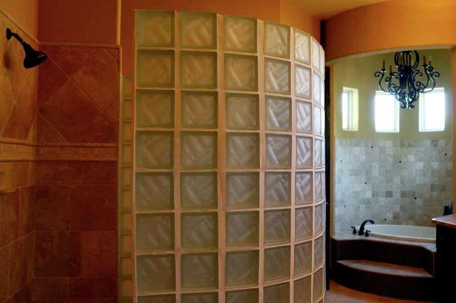 The master bath of the Pordigy Signature Home, Villa Cantera. Photo: LISA KRANTZ, SAN ANTONIO EXPRESS-NEWS / SAN ANTONIO EXPRESS-NEWS