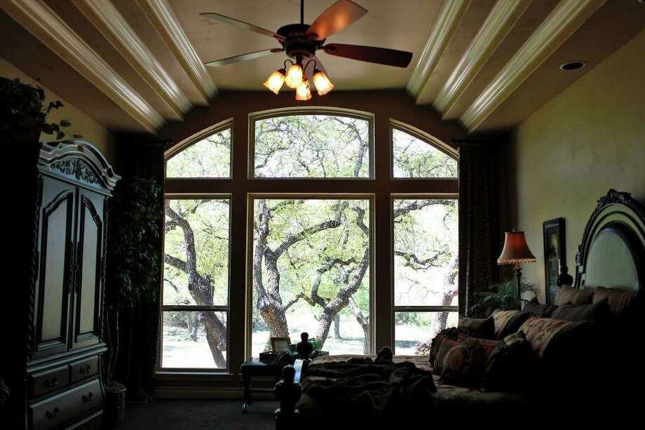 The master suite in the Trinity at Stone Creek home. Photo: LISA KRANTZ, SAN ANTONIO EXPRESS-NEWS / SAN ANTONIO EXPRESS-NEWS