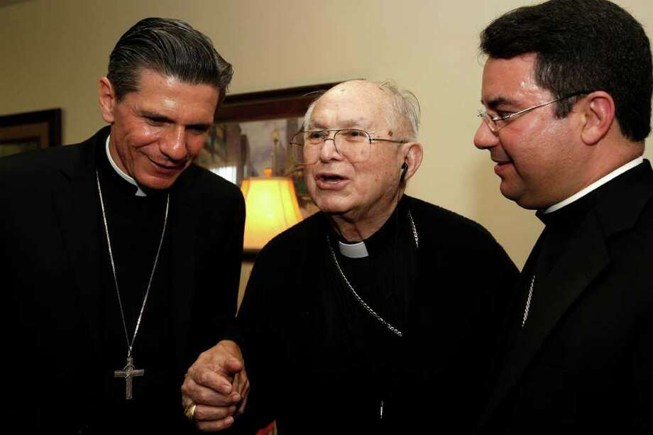 METRO -- The Most Rev. Archbishop Gustavo Garcia-Siller, left, and Bishop Oscar Cantu, right, listens as Archbishop Emeritus Patrick Flores, talks with them at Padua Place, Thursday, Oct. 14, 2010.  JERRY LARA/glara@express-news.net Photo: JERRY LARA, SAN ANTONIO EXPRESS-NEWS / glara@express-news.net