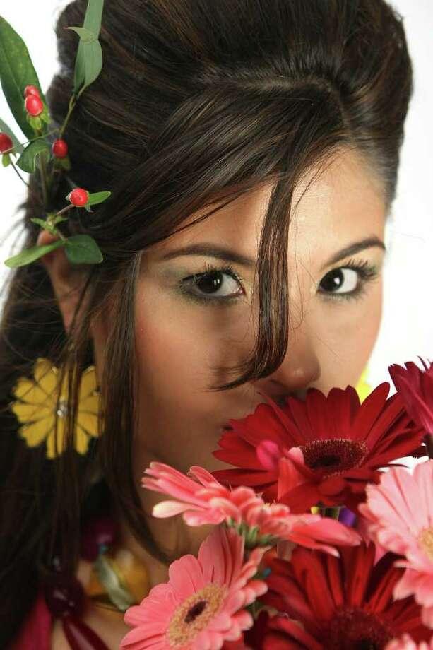 CONEXION:  Karen Villarreal, 2009 Hottest Latina.  HELEN L. MONTOYA/hmontoya@conexionsa.com Photo: HELEN L. MONTOYA, SAN ANTONIO EXPRESS-NEWS / hmontoya@conexionsa.com