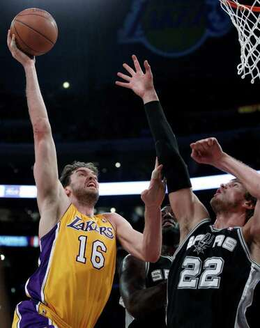 Los Angeles Lakers' Pau Gasol, left, shoots over San Antonio Spurs' Tiago Splitter during the first half of an NBA basketball game in Los Angeles, Tuesday, April 12, 2011. Photo: AP