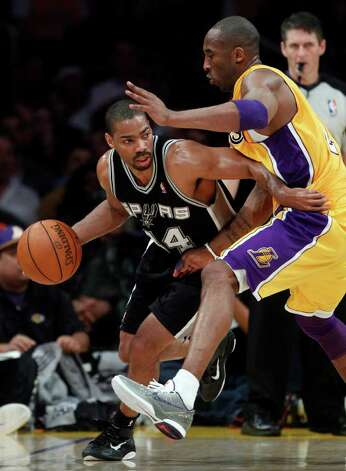 San Antonio Spurs' Gary Neal, left, drives around Los Angeles Lakers' Kobe Bryant during the first half of an NBA basketball game in Los Angeles, Tuesday, April 12, 2011. Photo: AP