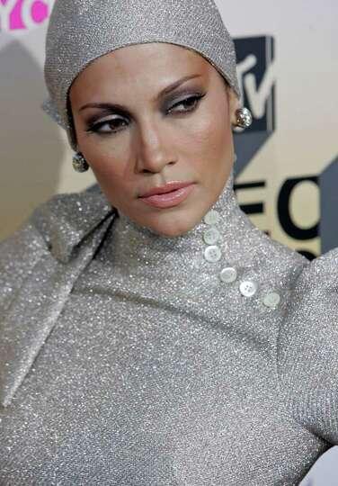 Jennifer Lopez arrives to the 2006 MTV Video Music Awards in New York, on Thursday, Aug. 31, 2006.