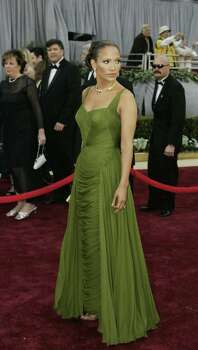 juliecooper Hollywood, UNITED STATES:  Actress Jennifer Lopez arrives 05 March, 2006, for the 78th Academy Awards to be presented at the Kodak Theater in Hollywood, California.  AFP PHOTO/JEFF HAYNES Photo: JEFF HAYNES, AFP/Getty Images / 2006 AFP