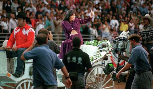 focus 97 advance--METRO: Jennifer Lopez gives the crowd at the Alamodome the thumbs up as she acts out her role as the Tejano star Selena during the filming of the movie bearing the name of the slain songstress. Staff Photo By: John Davenport, 96-3228 Photo: JOHN DAVENPORT, File 96-3228