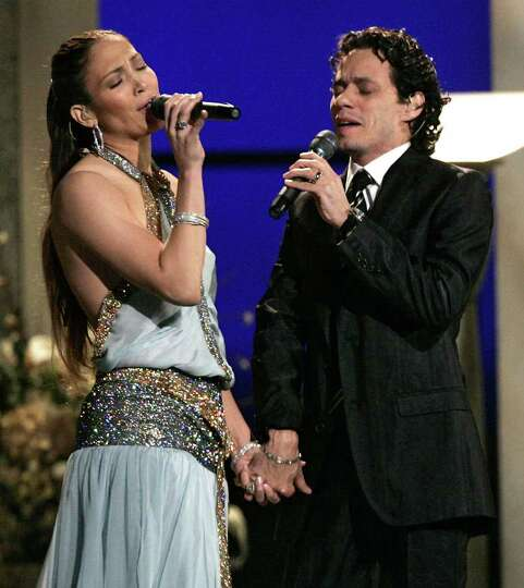 Jennifer Lopez and Marc Anthony perform