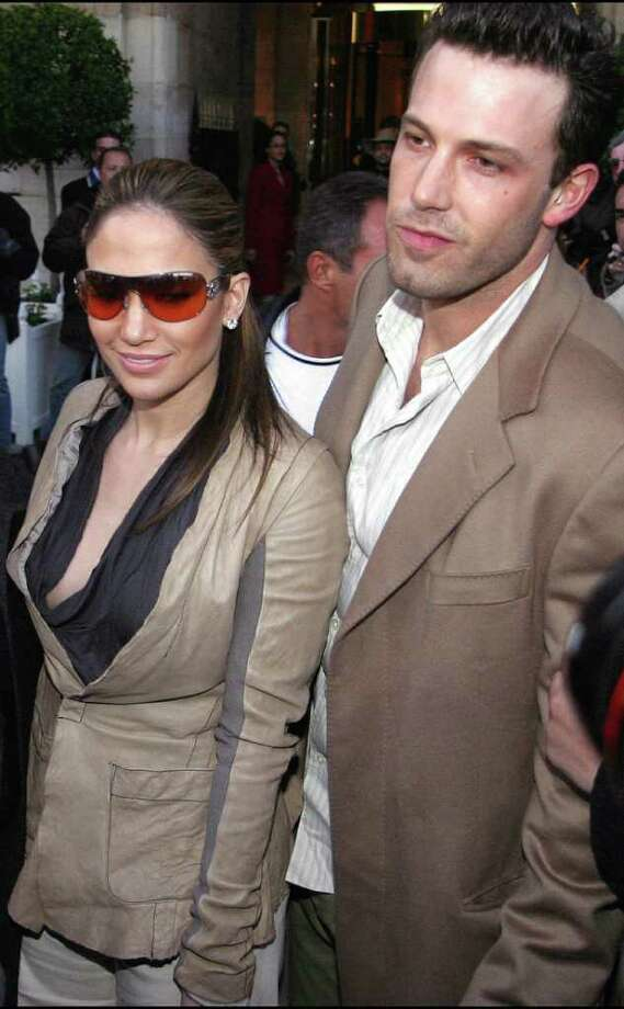juliecooper KRT ENTERTAINMENT STAND ALONE PHOTO SLUGGED: AFFLECKLOPEZ KRT PHOTOGRAPH BY ABACA PRESS (April 9)   Jennifer Lopez and Ben Affleck arrive at the Crillon Hotel in Paris, France, Tuesday April 8, 2003. (lde)  2003 Photo: ABACA PRESS, KRT / ABACA PRESS