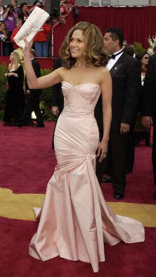 Jennifer Lopez arrives at the 74th annual Academy Awards on Sunday, March 24, 2002 in Los Angeles.