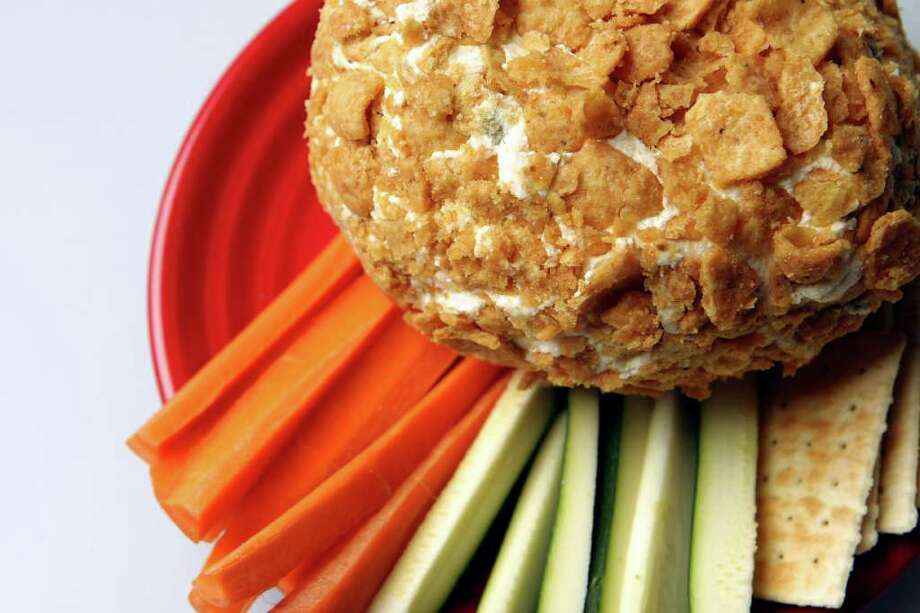 CONEXION:  Cheeseball for Buena Vida. HELEN L. MONTOYA/hmontoya@express-news.net Photo: HELEN L. MONTOYA, SAN ANTONIO EXPRESS-NEWS / SAN ANTONIO EXPRESS-NEWS