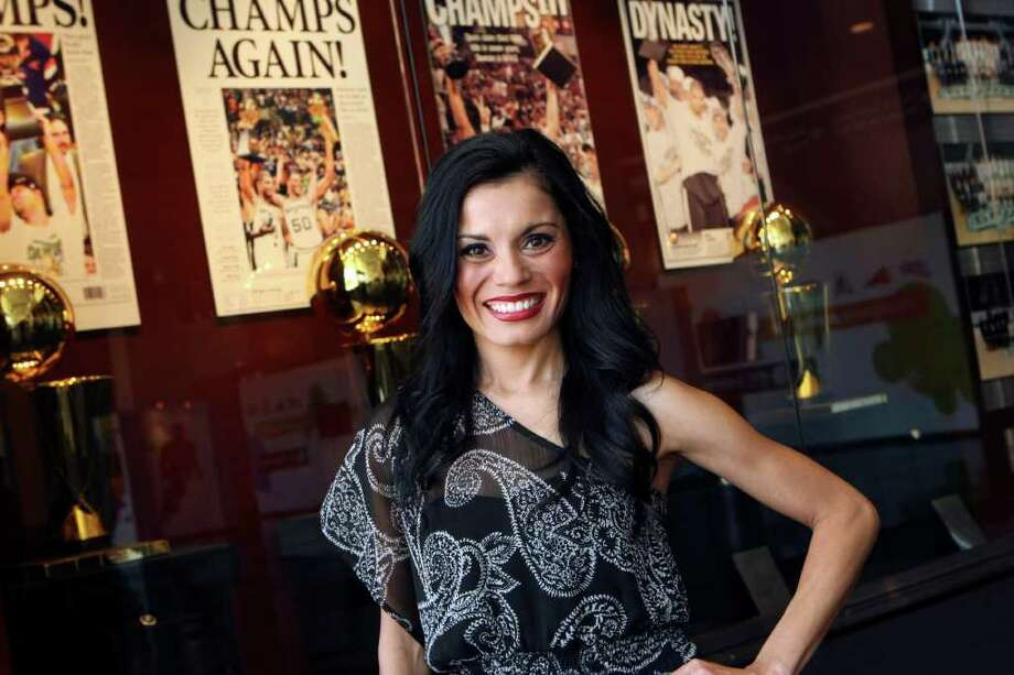 CONEXION: Raquel Torres Garcia is the choreographer for the Silver Dancers as of the 2003-04 season, and was a Silver Dancer for five years previously. HELEN L. MONTOYA/hmontoya@express-news.net Photo: HELEN L. MONTOYA, SAN ANTONIO EXPRESS-NEWS / SAN ANTONIO EXPRESS-NEWS
