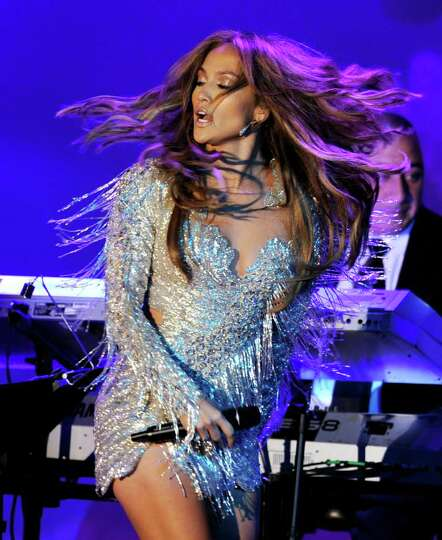 BEVERLY HILLS, CA - OCTOBER 23:  Actress/singer Jennifer Lopez performs onstage at the 32nd Annivers