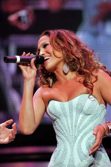NEW YORK - AUGUST 09:  Musician Jennifer Lopez performs live on stage during the Juntos Tour concert
