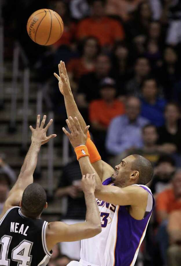 PHOENIX, AZ - APRIL 13:  Grant Hill #33 of the Phoenix Suns puts up a shot against the San Antonio Spurs during the NBA game at US Airways Center on April 13, 2011 in Phoenix, Arizona.  NOTE TO USER: User expressly acknowledges and agrees that, by downloading and or using this photograph, User is consenting to the terms and conditions of the Getty Images License Agreement.  (Photo by Christian Petersen/Getty Images) *** Local Caption *** Grant Hill Photo: Christian Petersen, Getty Images / 2011 Getty Images
