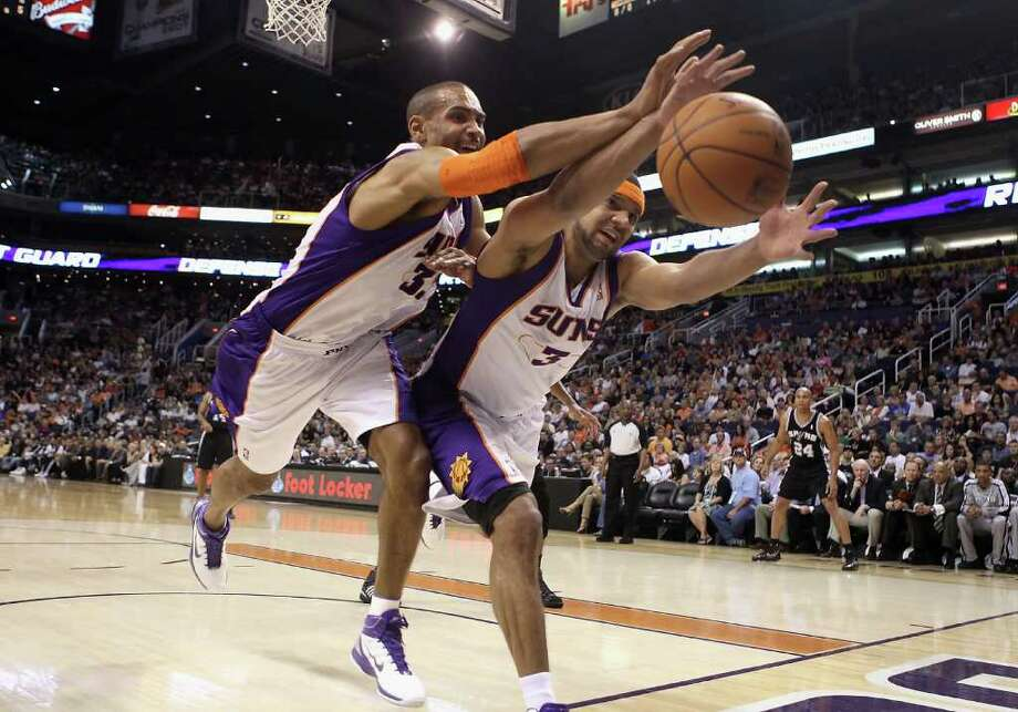 PHOENIX, AZ - APRIL 13:  Grant Hill #33 and Jared Dudley #3 of the Phoenix Suns reach for a loose ball during the NBA game against the San Antonio Spurs at US Airways Center on April 13, 2011 in Phoenix, Arizona.  NOTE TO USER: User expressly acknowledges and agrees that, by downloading and or using this photograph, User is consenting to the terms and conditions of the Getty Images License Agreement.  (Photo by Christian Petersen/Getty Images) *** Local Caption *** Grant Hill;Jared Dudley Photo: Christian Petersen, Getty Images / 2011 Getty Images