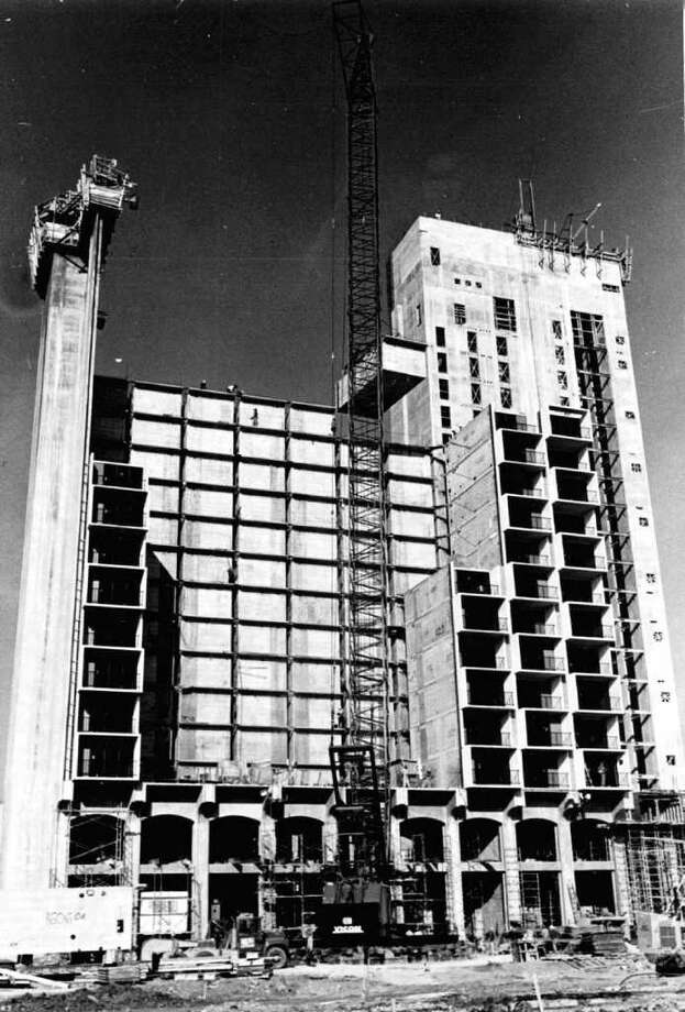 Construction at the Hilton Palacio del Rio was begun in July 1967 and finished March 1968. (Archive photo) Photo: SAN ANTONIO FILE PHOTO, SAN ANTONIO EXPRESS-NEWS / SAN ANTONIO EXPRESS-NEWS