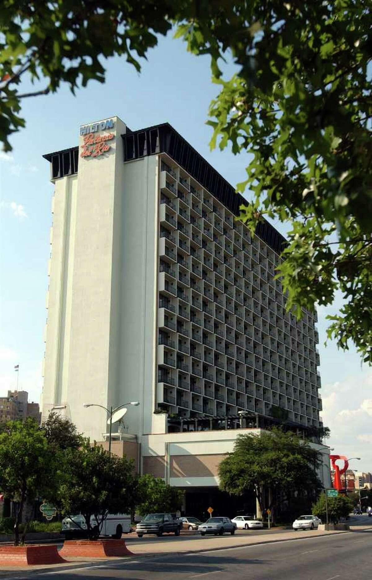 BUSINESS - Photo of the Hilton Palacio Del Rio on Wednesday, August 7, 2002. (Kin Man Hui/staff)