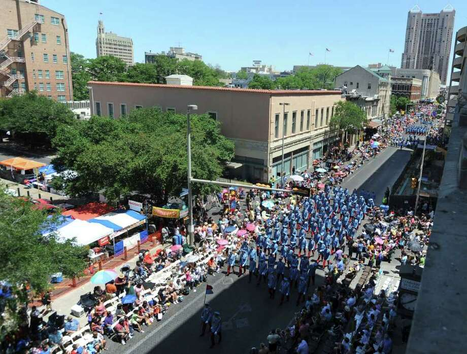 Fiesta parade-watchers who pay for seats should have a smoke-free option. Photo: File Photo, San Antonio Express-News / gcalzada@express-news.net