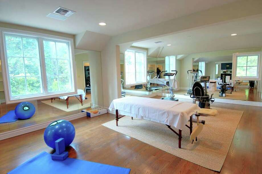 Dennis Quaid is selling his Pacific Palisades home. Quaid surely spent some time toning his rock-hard abs in this exercise room. Photo: Express-News