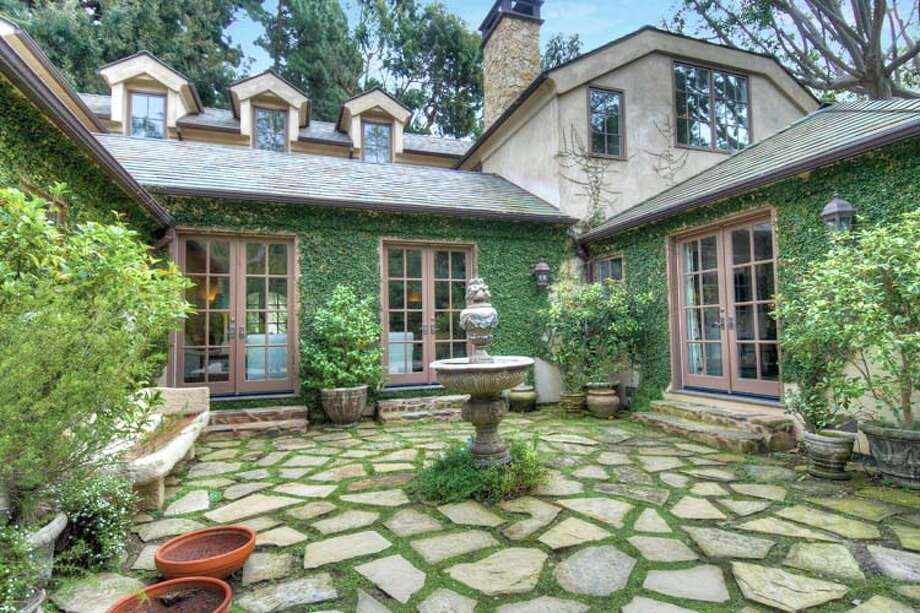 Dennis Quaid is selling his Pacific Palisades home. A paver courtyard features a water fountain. Photo: Express-News