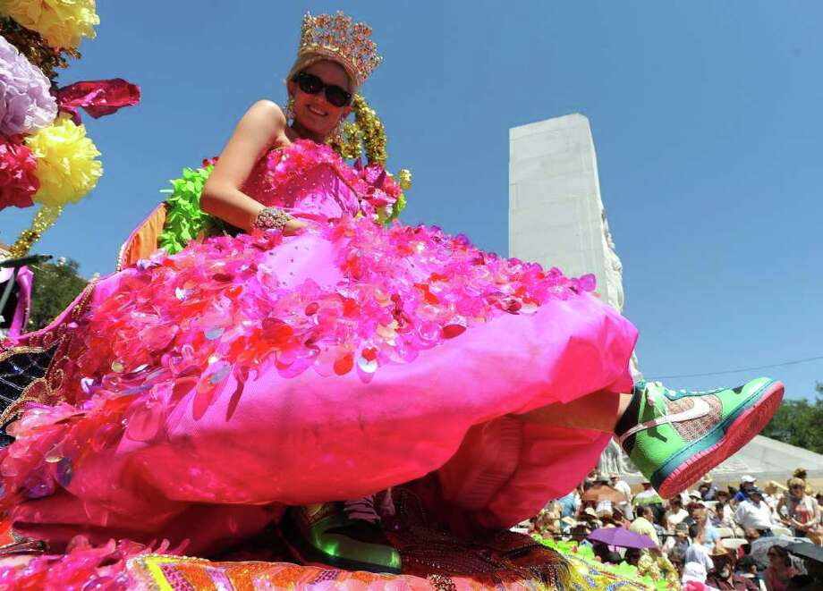 Elizabeth Lyn Moser, Duchess of American Ingenuity, shows her shoes during the Battle of Flowers Parade on Friday, April 15, 2011. BILLY CALZADA / gcalzada@express-news.net Photo: BILLY CALZADA, SAN ANTONIO EXPRESS-NEWS / gcalzada@express-news.net