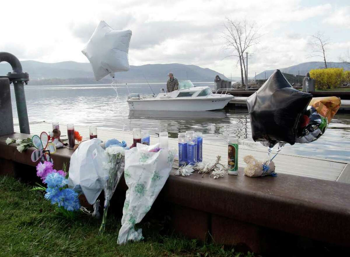 In a chillingly similar fashion to Susan Smith, New York'sLashanda Armstrong drove her minivan into the Hudson Riverwith her three children inside. They all died.