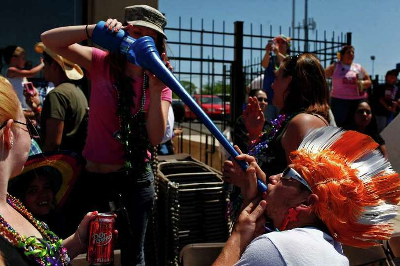 metro - Cristina Kosub pours a beer through a funnel for James Sutter during the Battle of Flowers P