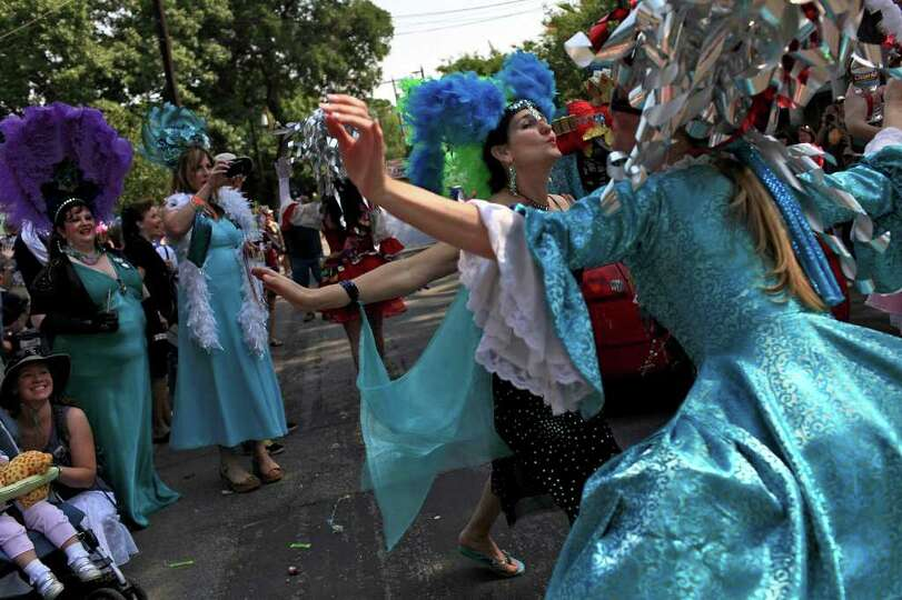 Marlina Meek, right, air kisses spectator Gina Amatangelo, left, during the King William Parade o