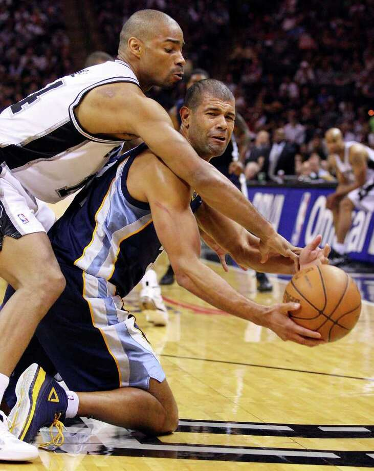 FOR SPORTS - San Antonio Spurs' Gary Neal and Memphis Grizzlies' Shane Battier grab for a loose ball during second half action of game one in the NBA Western Conference First Round at the AT&T Center Sunday April 17, 2011. The Grizzlies won 101-98.   (PHOTO BY EDWARD A. ORNELAS/eaornelas@express-news.net) Photo: EDWARD A. ORNELAS, SAN ANTONIO EXPRESS-NEWS / SAN ANTONIO EXPRESS-NEWS (NFS)