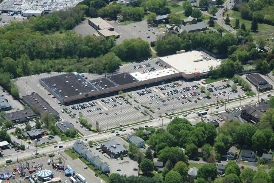 Milford Plaza on Cherry Street in Milford will be getting a new tenant. ñ Nonnaís Pizza has signed a $700,000 10-year lease on 3,000 square feet at Milford Plaza, according to Jonathan Gould, chief executive officer of Stonemar Properties, owner and manager of the plaza. The new lease for the space formerly occupied by Vazzyís Restaurant includes a five-year renewal option, valued at $430,000. Photo: Contributed Photo / Connecticut Post Contributed
