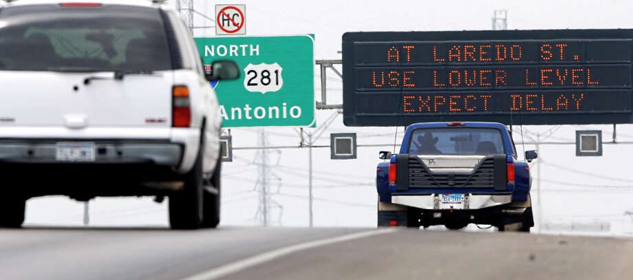 The Texas Legislature is considering a bill that would add more than 200 signs in the state for an emergency public safety network, but the state has been warned that the network conflicts with the Highway Beautification Act and could cost the state 10 percent of its federal highway funds. Photo: William Luther/wluther@express-news.net / San Antonio Express-News