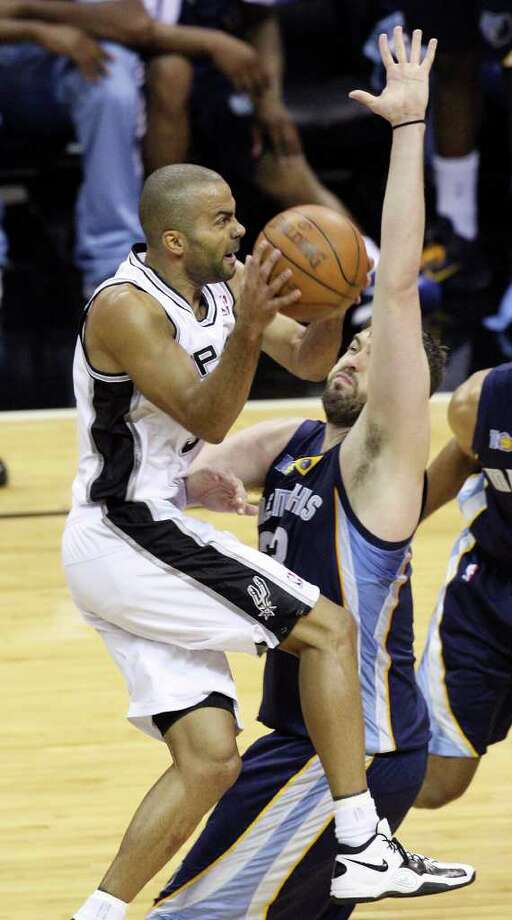 FOR SPORTS - San Antonio Spurs' Tony Parker drives against Memphis Grizzlies' Marc Gasol during first half action of Game 2 of the first round of the Western Conference playoffs at the AT&T Center Wednesday April 20, 2011.  (PHOTO BY EDWARD A. ORNELAS/eaornelas@express-news.net) Photo: EDWARD A. ORNELAS, SAN ANTONIO EXPRESS-NEWS / SAN ANTONIO EXPRESS-NEWS (NFS)