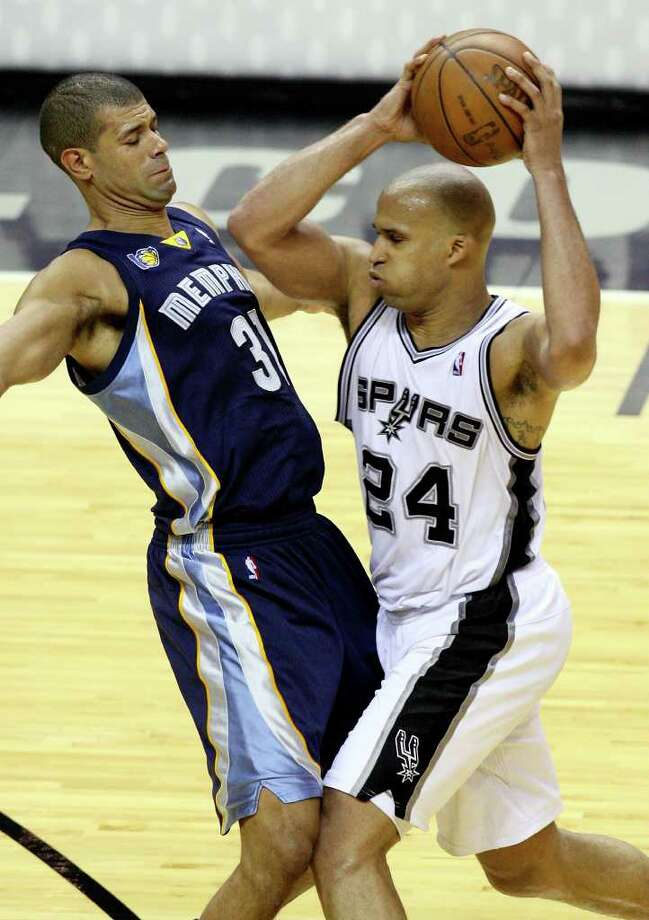 FOR SPORTS - San Antonio Spurs' Richard Jefferson looks for room around Memphis Grizzlies' Shane Battier during second half action of Game 2 of the first round of the Western Conference playoffs at the AT&T Center Wednesday April 20, 2011. The Spurs won 93-87. Photo: EDWARD A. ORNELAS, EDWARD A. ORNELAS/eaornelas@express-news.net / SAN ANTONIO EXPRESS-NEWS (NFS)