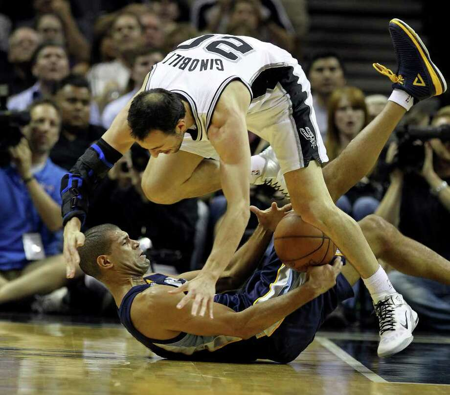 Spurs' Manu Ginobili dives over Memphis Grizzlies' Shane Battier (31) while going for a steal in the first round of the Western Conference playoffs at the AT&T Center on Wednesday, April 20, 2010. Kin Man Hui/kmhui@express-news.net Photo: KIN MAN HUI, Kin Man Hui/kmhui@express-news.net / San Antonio Express-News NFS