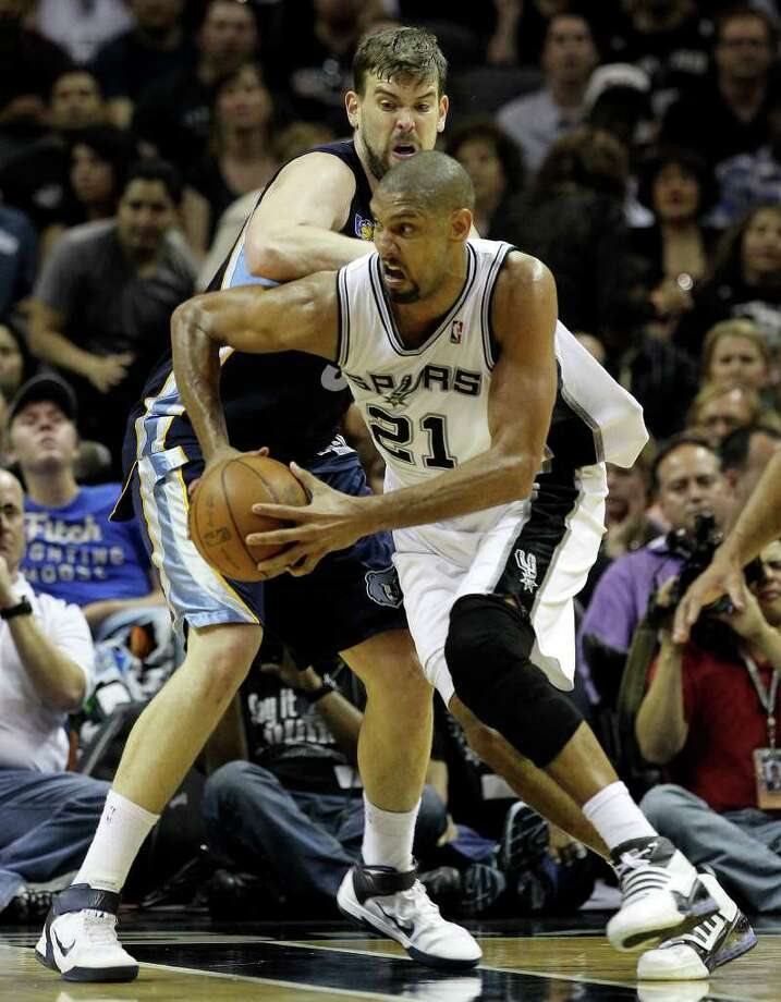 Spurs' Tim Duncan (21) drives around Memphis Grizzlies' Marc Gasol (33)  in the first round of the Western Conference playoffs at the AT&T Center on Wednesday, April 20, 2010. Spurs won 98-87. Kin Man Hui/kmhui@express-news.net Photo: KIN MAN HUI, Kin Man Hui/kmhui@express-news.net / San Antonio Express-News NFS