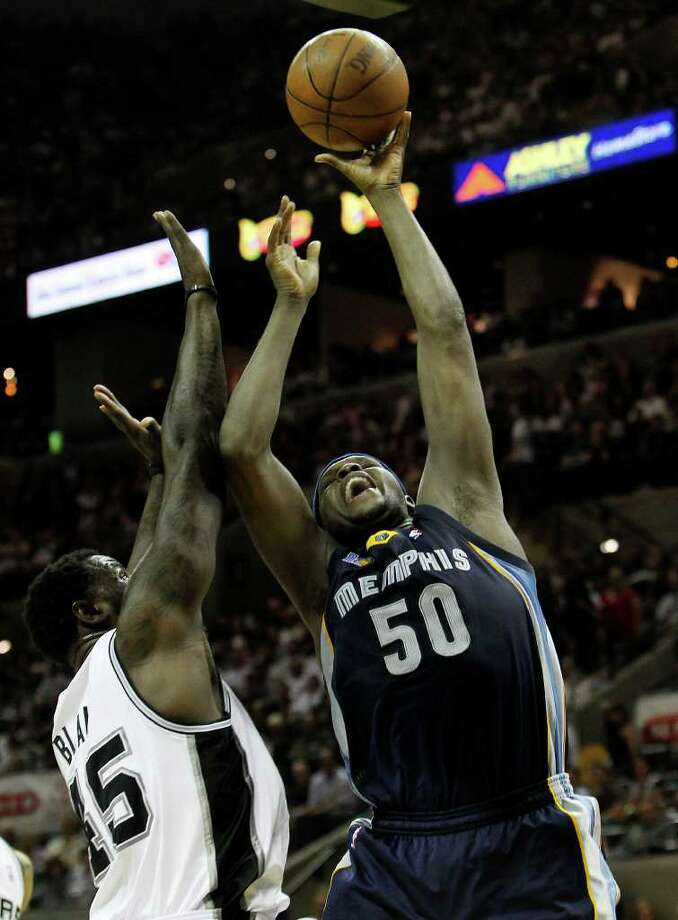 Spurs' DeJuan Blair (left) defends against Memphis Grizzlies' Zach Randolph (50) in the second half in the first round of the Western Conference playoffs at the AT&T Center on Wednesday, April 20, 2010. Spurs won 98-87. Kin Man Hui/kmhui@express-news.net Photo: KIN MAN HUI, Kin Man Hui/kmhui@express-news.net / San Antonio Express-News NFS